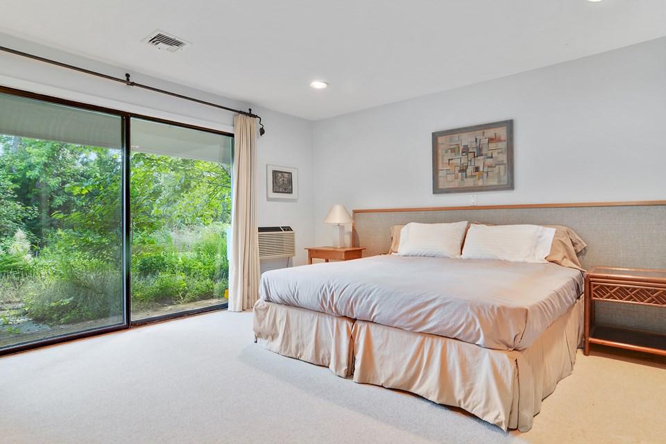 HamptonsReal Estate property listing